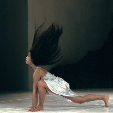 Masurca Fogo Tanztheater Wuppertal Pina Bausch Urauffuehrung 04.04.1998