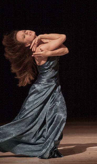 ...como el musguito en la piedra, ay si, si, si... Tanztheater Wuppertal Pina Bausch Urauffuehrung 12.06.2009