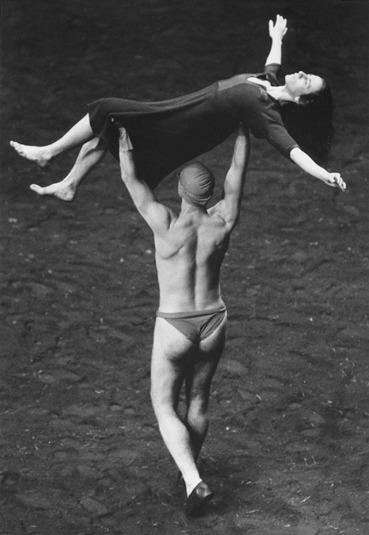 Auf dem Gebirge hat man ein Geschrei gehoert. Tanztheater Wuppertal Pina Bausch Urauffuehrung 13.05.1984